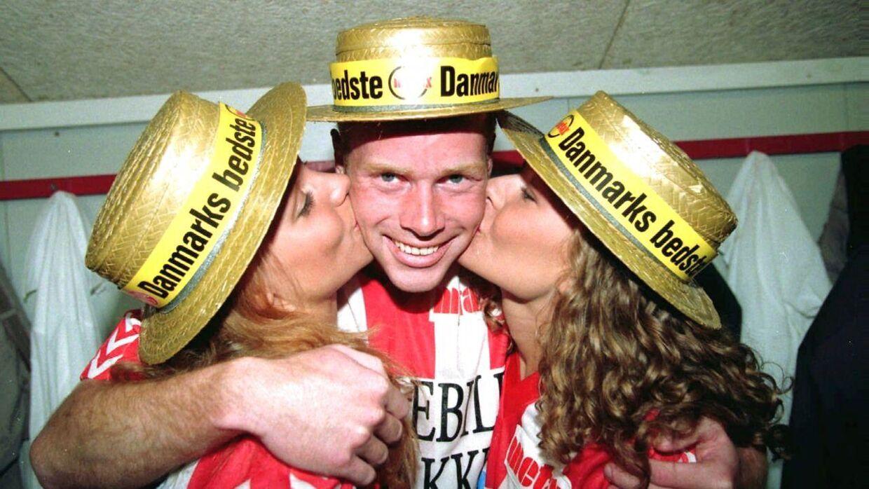 Kindkys og guldhat til topscorer Erik Bo Andersen, da AaB vandt sit første mesterskab i 1995.