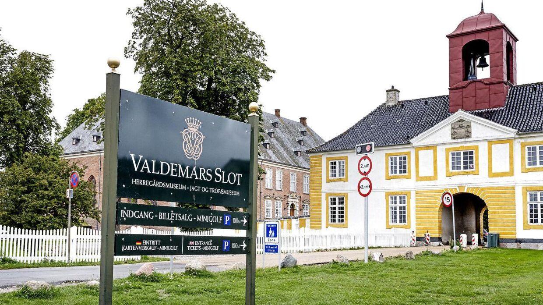 Valdemars Slot er skønt beliggende og har gennem årene lagt gulve og haver til mange fester, hvor Kongehusets medlemmer også har deltaget.