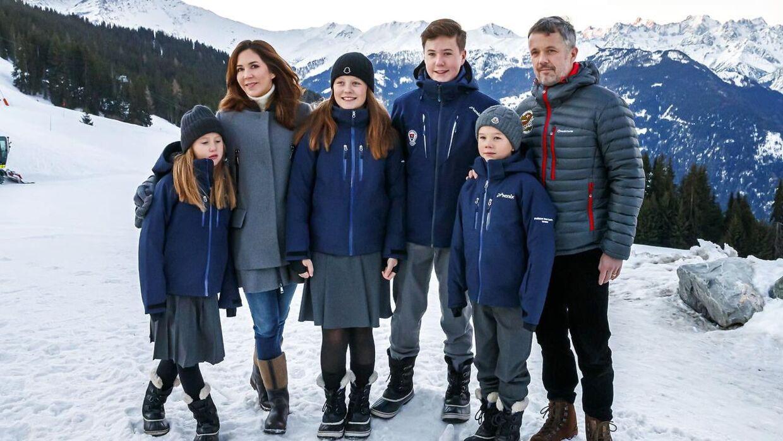 Sådan så det ud, da kronprinsparret sendte deres børn i privatskole i Verbier, Schweiz.