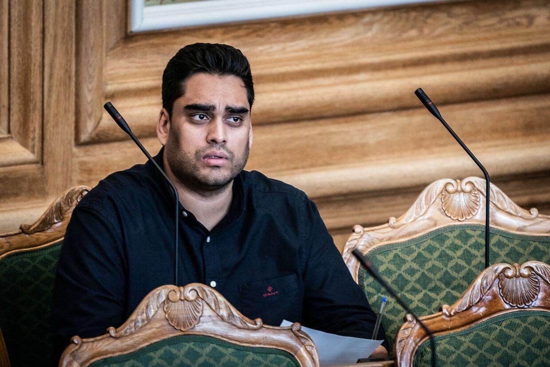 Sikandar Siddique, Frie Grønne, er rystet over videoen. Han mener, at regeringen ikke foretager sig nok for at komme racisme til livs.