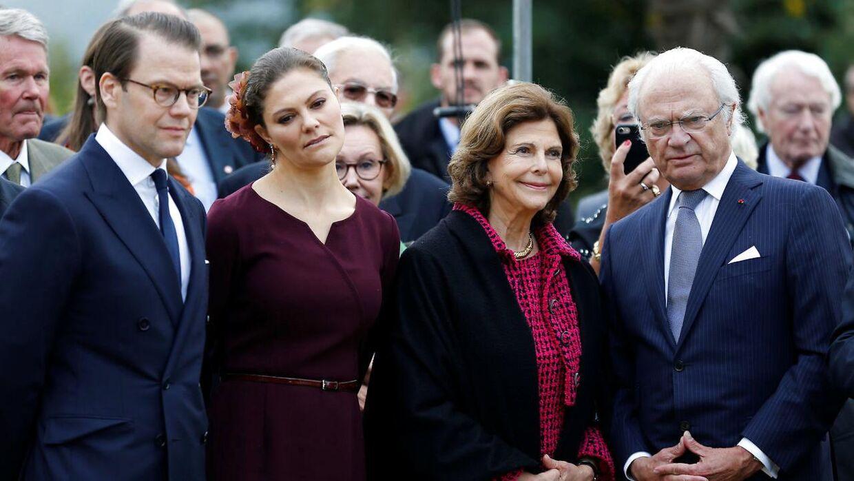 Kronprinsse Victoria, prins Daniel, kong Carl Gustaf og dronning Silvia til ceremoni på Parc Beaumont i oktober 2018.