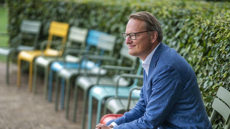 Nikolaj Bøgh, konservativ folketingskandidat, mener det er »socialdemokratisk åndløshed i fri dressur,« når kulturminister Ane Halsboe-Jørgensen lader Jim Lyngvild klæde hende ud som en nordisk vølve.