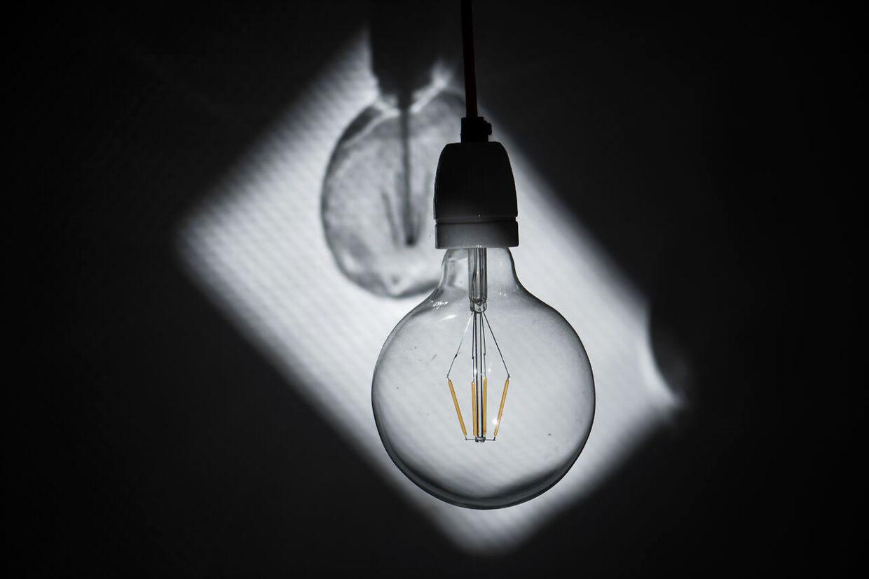 Du kan spare på energien ved at skifte gamle glødepærer ud med led-pærer.
