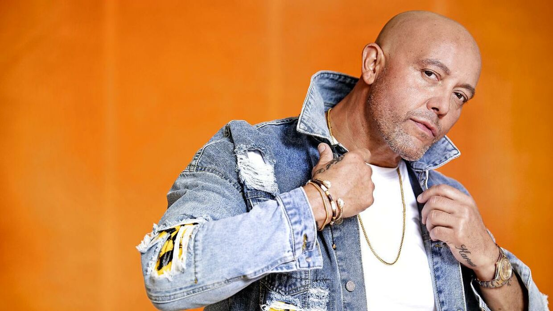 Rene Dif, sanger, skuespiller og coach. Han er bedst kendt som den mandlige stemme i dance-pop-gruppen Aqua. Nu vil René Dif bevise, han kan synge og stå på egne ben og udgiver en single i eget navn – på dansk.
