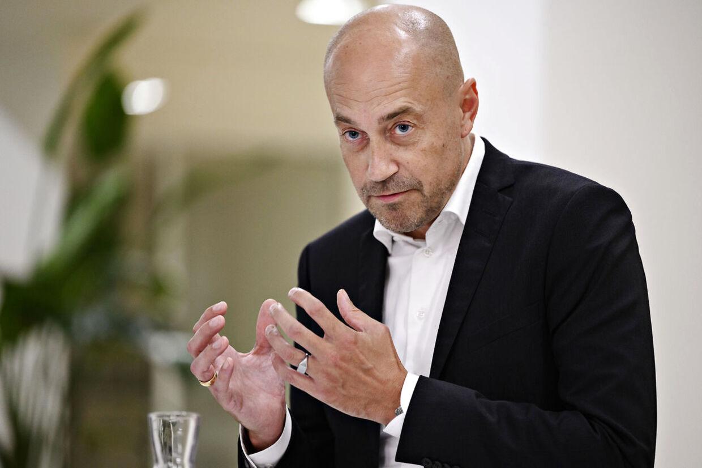 Beskæftigelsesminister Peter Hummelgaard (S) og sundhedsminister Magnus Heunicke (S) skal fredag svare på spørgsmål om sundhedspersonale med corona-senfølger.
