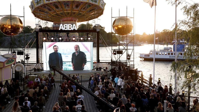Benny Andersson og Björn Ulvaeus siger i en videopræsentation fra London, at »vi har lavet et nyt album med ABBA«, hvorefter de stillede op til spørgsmål for journalister ved et pressemøde.