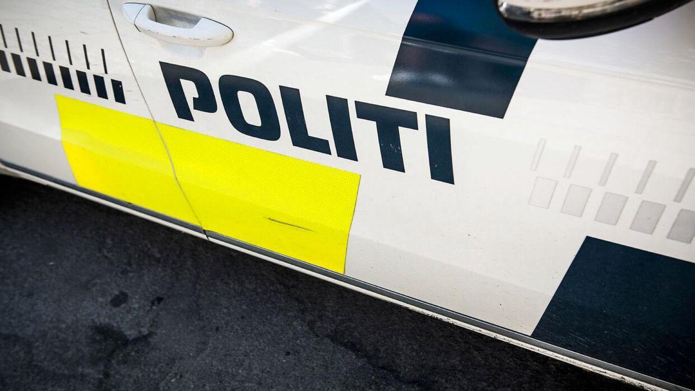 En havetraktor blev fredag morgen ramt af en personbil på Stolpedalsvej i Aalborg.