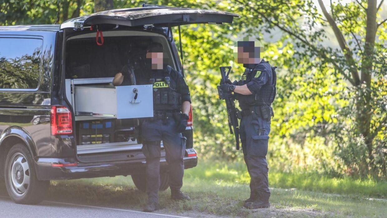 Politiet er massivt til stede ved Ishøjvej. Foto: Presse-fotos.dk