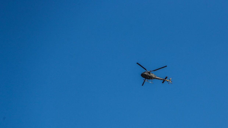 Politiet havde blandt andet en helikopter i luften. Foto: Presse-foto.dk