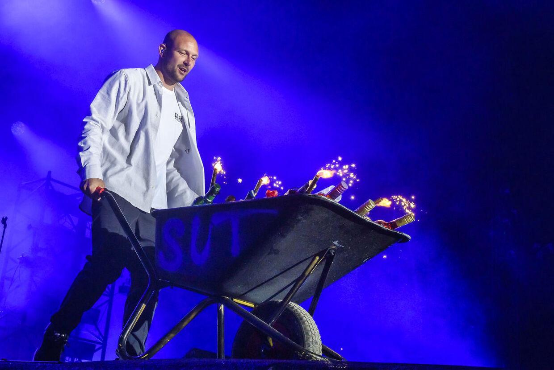Suspekt på scenen til 'Tilbage Til Live' på Refshaleøen lørdag aften. Her er det an af gruppens to rappere, Orgi-E.