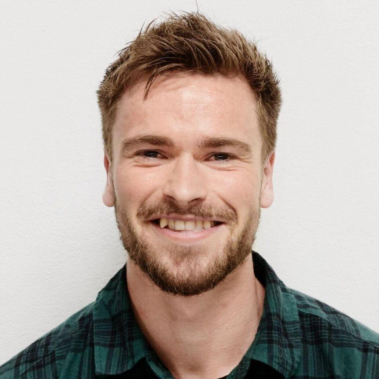 Christian Amdi er personlig træner i Aarhus. Han er uddannet fysioterapeut og har en mastergrad i Strenght & Conditioning. Han har stor interesse i kollagentilskud og har behandlet emnet både på sin blog og i sin podcast.