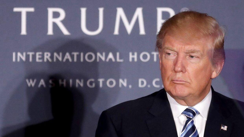 Donald Trump ved sit hotel i Washington D.C.