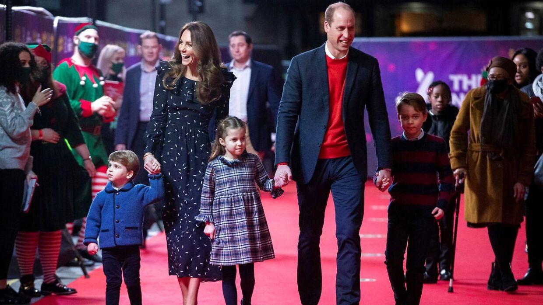 Prins WIlliam, hertuginde Kate og deres tre børn, prins Louis, prinsesse Charlotte og prins Gerorge.