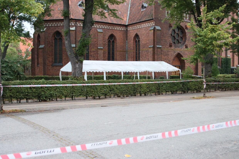 Onsdag morgen er Københavns Politi stadig til stede på gerningsstedet.