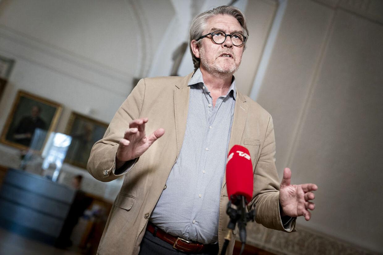 Det er SFs udenrigsordfører, Karsten Hønge, der har stillet spørgsmålet til Jeppe Kofod.