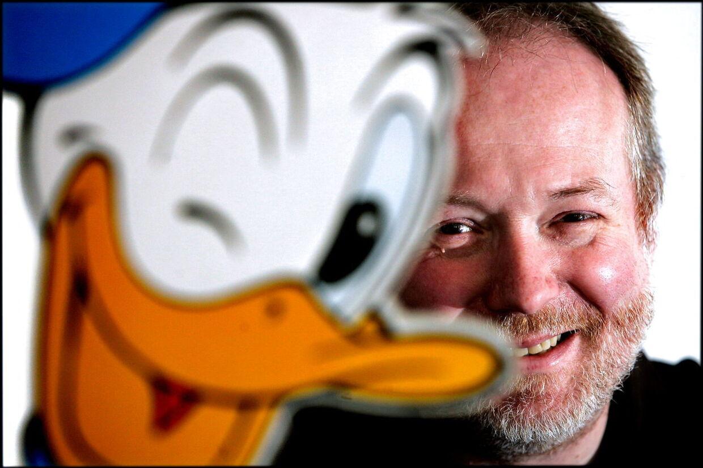 Jakob Stegelmann har siden 'Troldspejlets' spæde start i 1989 fortalt danskerne om film, spil og tegneserier. Personligt er tv-værten en lidenskablig fan af Anders And.