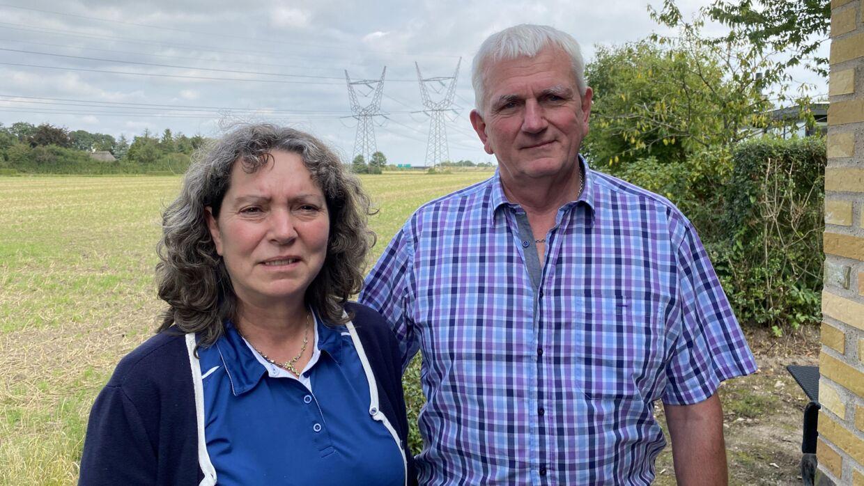 Lene Dybro Bechgren og hendes mand Erland bor med den fynske motorvej i baghaven.