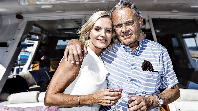 51-årige Janni Ree og 76-årige Karsten Ree har været gift siden 2015, og her ses det dengang nygifte par på Karsten Rees store yacht i Rungsted Havn.