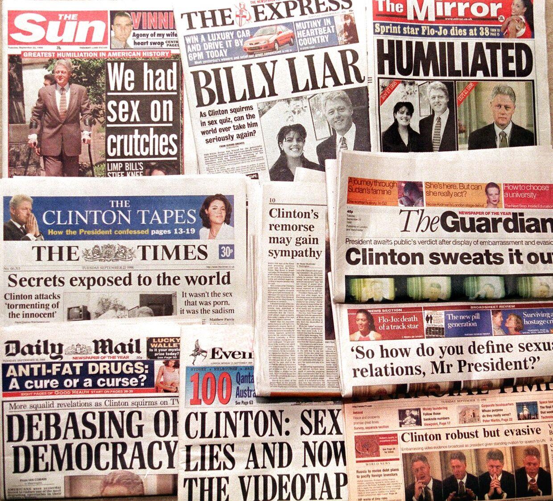 Skandalen var på forsiden over hele verden. Her er det den engelske presse, der svælger i den.