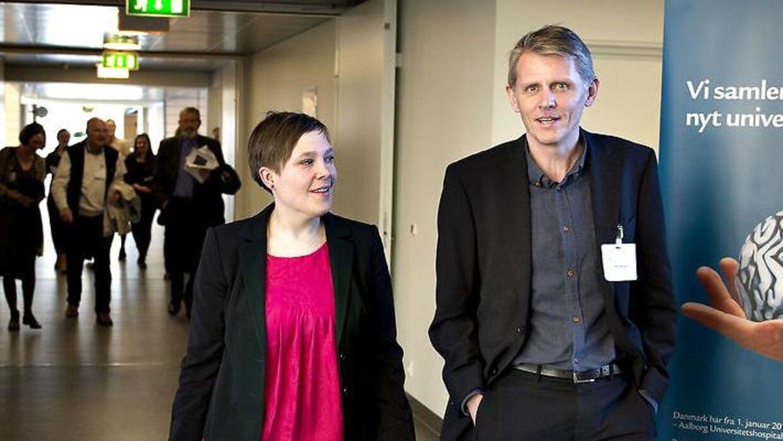 Hospitalsdirektør Jens Ole Skov fra Aalborg Universitetshospital. Her ved åbningen af Medicinerhuset på Sygehus Syd med daværende sundhedsminister Astrid Krag (th.). Arkivfoto.