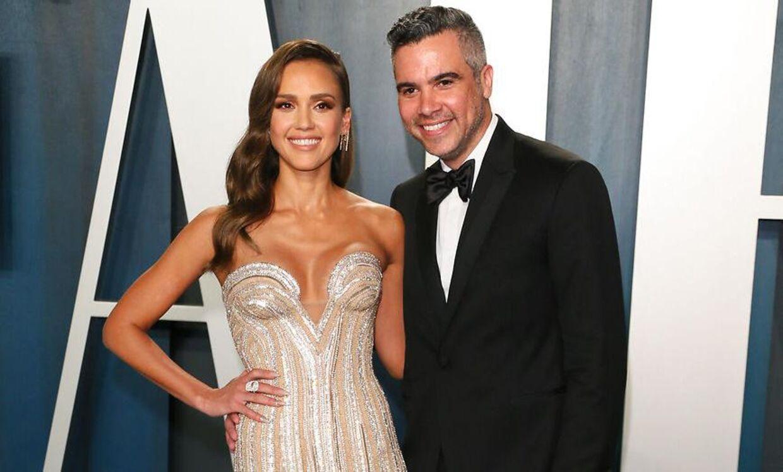 Jessica Alba og hendes mand Cash Warren under Oscarfesten 2020.