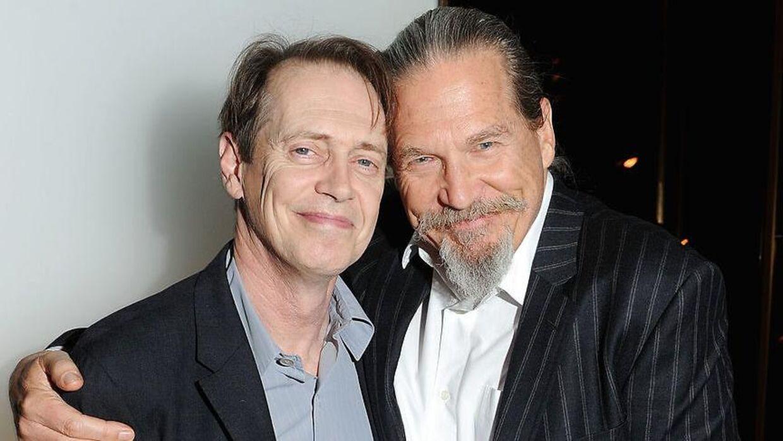 Steve Buschemi (venstre) med sin skuespillerkollega Jeff Bridges.