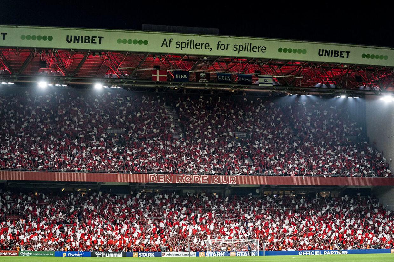Parken kan i øjeblikket rumme 38.000 tilskuere til fodboldkampe. Det kan ændrer sig i fremtiden. Foto: Scanpix