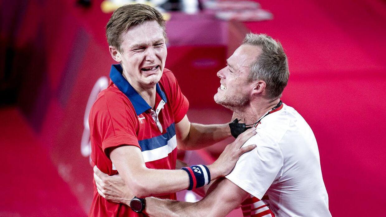 Kenneth Jonassen var med på sidelinjen, da Axelsen vandt OL-guld.
