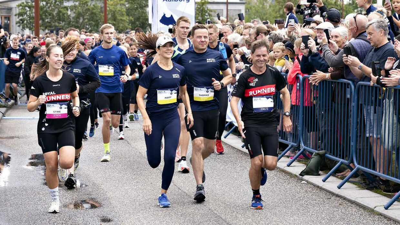 Kronprinsesse Mary løber 5 km under Royal Run i Aalborg 12. september 2021. Her ved starten på løbet..