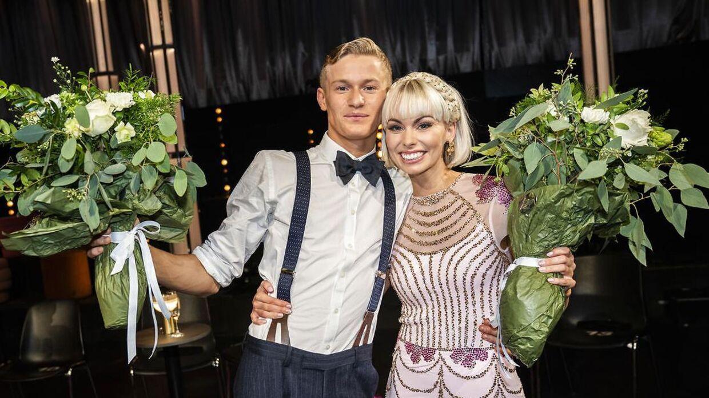 Sådan så det ud, da Albert Rosin Harson og Jenna Bagge endte på en andenplads i 'Vild med dans' 2020. Først et år efter er den 19-årige skuespiller og den 33-årige danser stået frem som kærester.