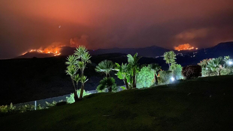 Når mørket falder på, kan Nicklas se, hvordan flammer konstant udvikler sig.