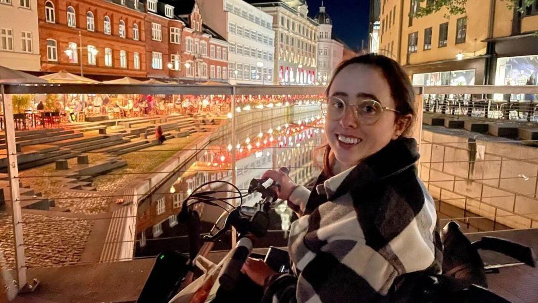 Niahm har været i Danmark i en måned. Hun oplever, at byen er svær at komme rundt i sammenlignet med andre byer.