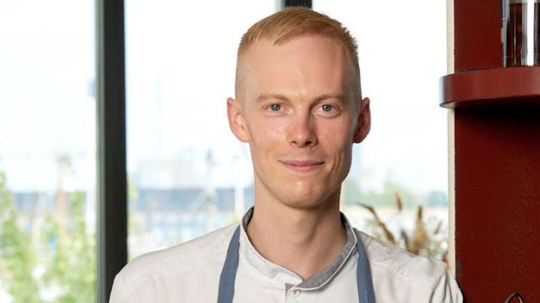 Restaurant STUD!Os 30-årige køkkenchef Christoffer Sørensen blev mandag anderkendt med den prestigefyldte Michelin-pris 'Young Chef Award 2021.'