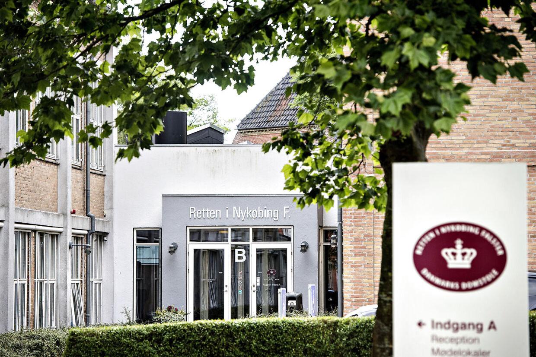 Det bliver et nævningeting ved Retten i Nykøbing Falster, der skal tage stilling til, om den 23-årig far skal idømmes fængsel for grov vold mod sin lille datter.