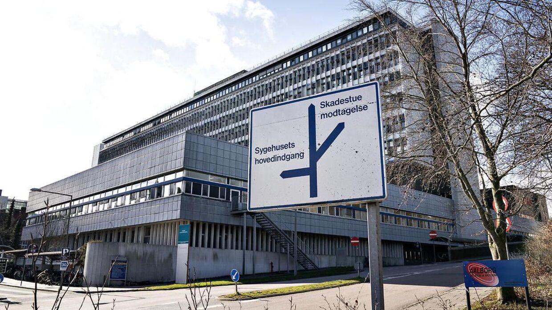 Aalborg Universitetshospital, Sygehus Syds indgang ved Hobrovej. Det kommende sygehus i Aalborg Øst, der stadig er i bygningsfasen, har fundet 25 millioner til en helikopterlandingsplads. Arkivfoto.