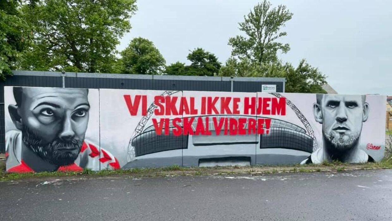 Det her stykke graffitikunst blev til efter Danmarks skæbnesvangre kamp mod Finland, hvor Christian Eriksen faldt om. Det er malet af graffitikunstneren Burnon.