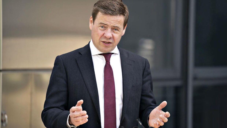 Aalborg socialdemokratiske borgmester afviser at forbyde personbiler, der kører på diesel, og som ikke har et partikelfilter. Han mener, der er bedre måde at bekæmpe luftforureningen på.
