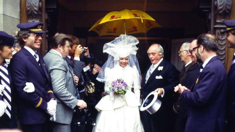 Alt var planlagt ned til mindste detalje, men vejrguderne var selv Simon Spies ikke herre over. Heldigvis havde nogen taget en gul Spies-paraply med.