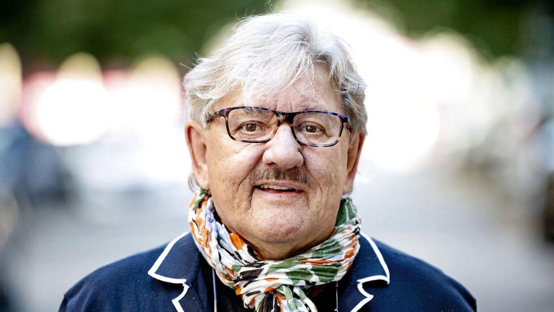 Kendisfrisøren Tage Frandsen fik sit gennembrud, da han satte hår på Janni Spies, da hun skulle giftes. Siden har de været bedste venner.
