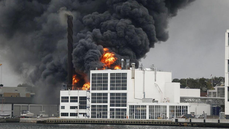Brand i lagerbygning i Sandefjord.