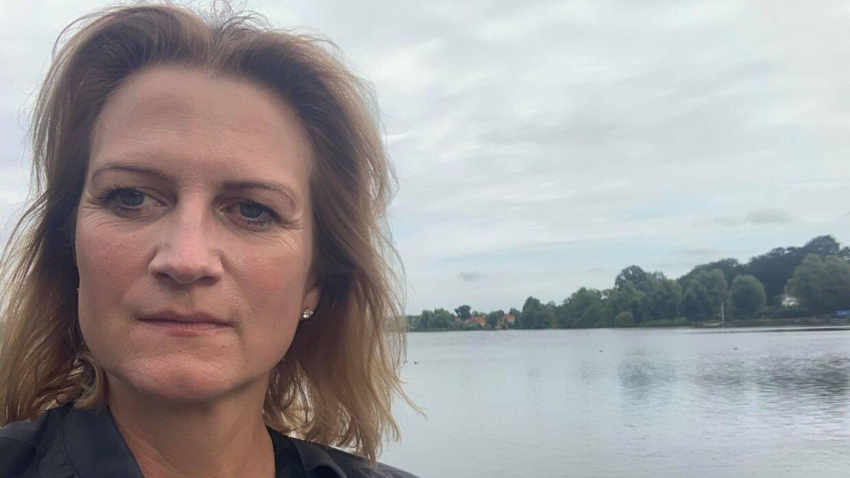 »I 2021 bør man ikke have så stor en bilforretning midt i et villakvarter. Slet ikke lige ved Gentofte Sø, som er et naturskønt område, som mange lægger deres gåtur forbi,« siger Merete Skytte.