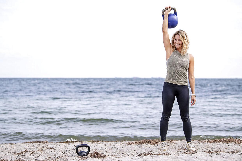 Anne Louise Hassing holder fast i de styrketræningsøvelser, hun lavede hver dag i de 12 uger, men har også fået mod på at vandre og drømmer om at bestige et bjerg.