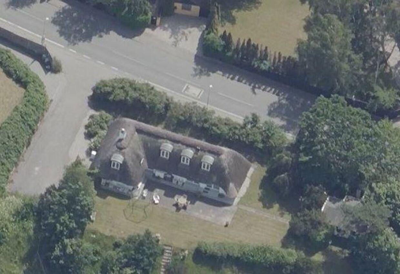 På Villingebæk Strandvej i Dronningmølle ligger Rigmor Zobel og Jesper Ravns nyindkøbte bolig. Foto: Skraafoto