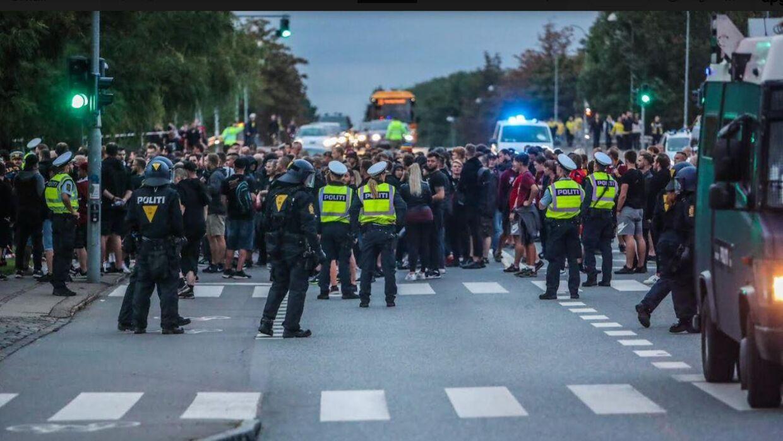 Kampstart nærmer sig på Vestegnen, og der er meget politi på gaden. Foto: Presse-fotos.dk