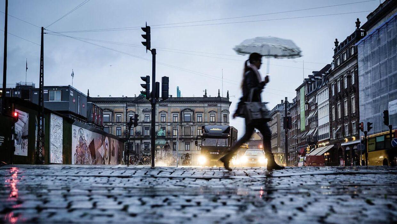Fredag bliver en grå og skyet dag med enkelte byger, lyder det fra DMI. (Arkivfoto)