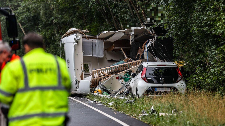 To biler kørte frontalt sammen i Odsherred på Sjælland fredag formiddag.