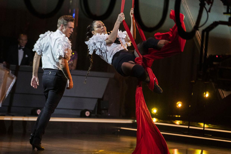 Nukâka Coster-Waldau og Silas Holst til finalen i 'Vild med dans' 2020. Parret endte på en tredjeplads. Året før vandt Silas Holst hele balladen som del af det første same sex-par nogensinde med skuespiller Jacob Faurby.