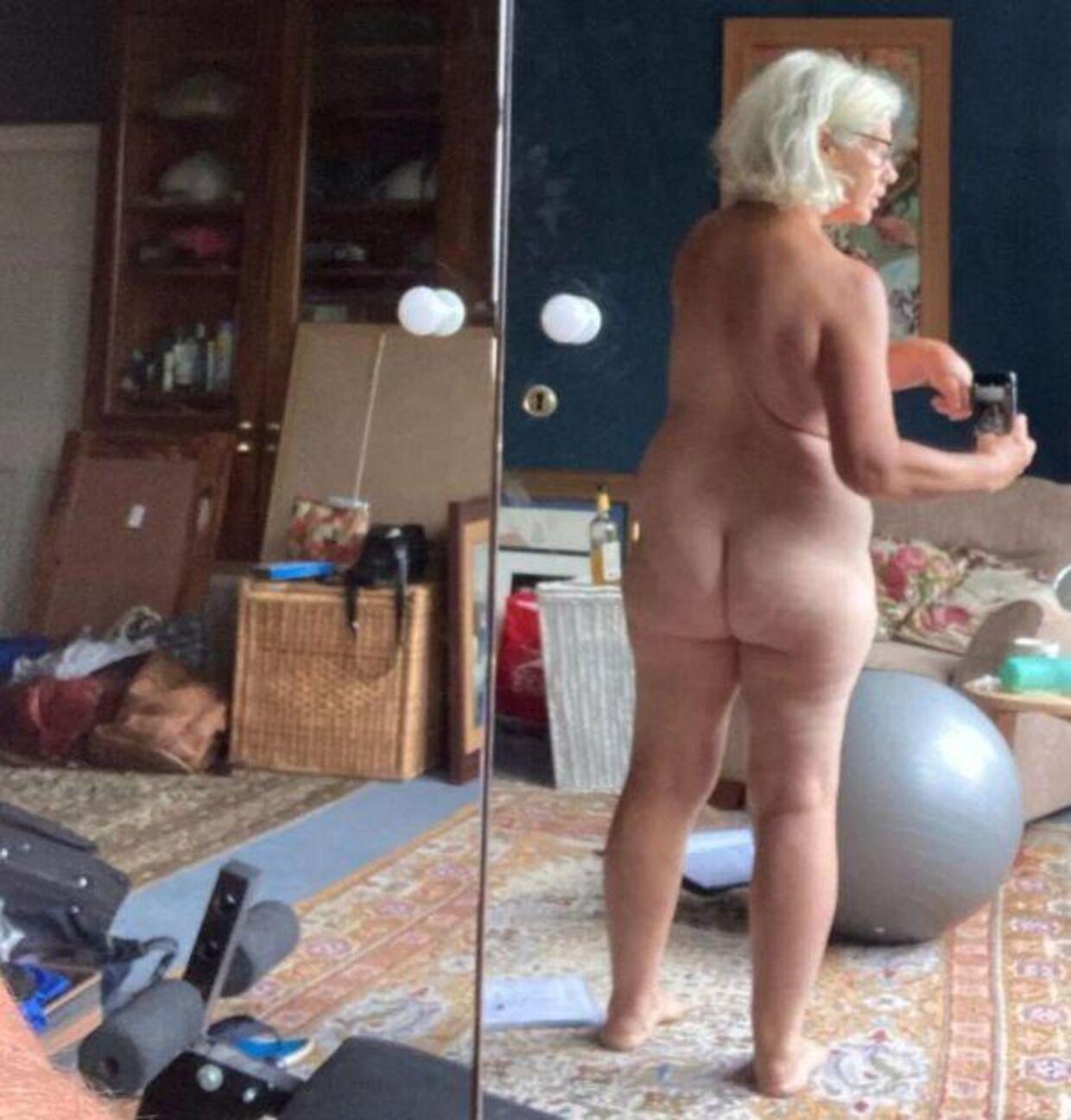Her poserer Denise Black foran spejlet. Et billede hun har delt Instagram. Foto: Instagram