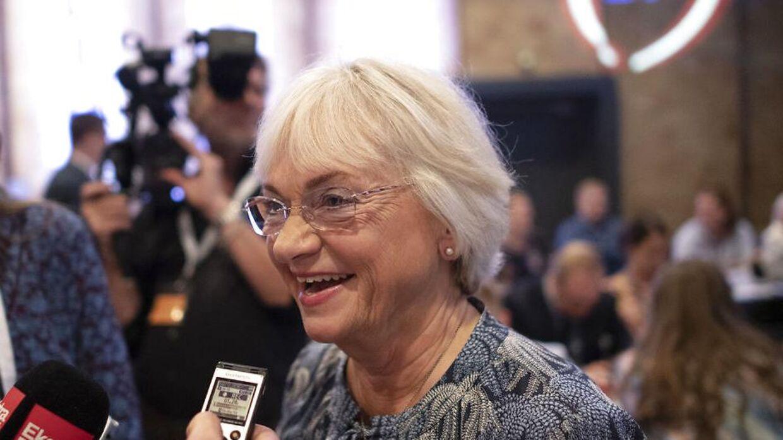 Pia Kjærsgaard bliver interviewet efter formandsvalget. Dansk Folkeparti holder årsmøde i MCH Herning Kongrescenter lørdag den 18. september 2021.. (Foto: Bo Amstrup/Ritzau Scanpix)