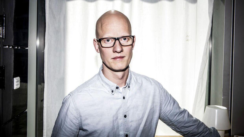 DRs dramachef Christian Rank fotograferet i kulisserne til 'Når støvet har lagt sig'. Han stoppede i stillingen 13. september.